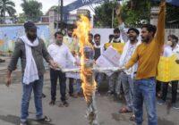 जन अधिकार युवा परिषद् ने नीतीश कुमार  और बिशॉप स्कॉट स्कूल प्रशासन का फूंका पुतला